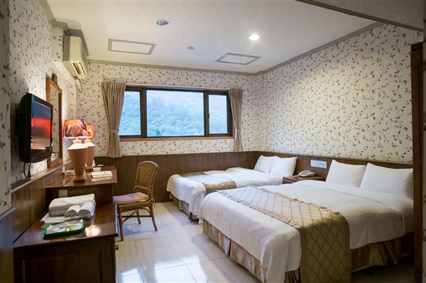 台東知本 泓泉溫泉渡假村_客房_標準雙床2大床4人房