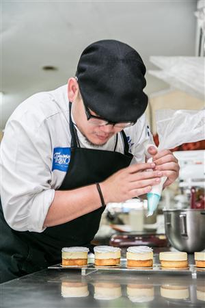 台東 翠安儂風旅_咖啡店_法式甜點主廚製作甜點過程