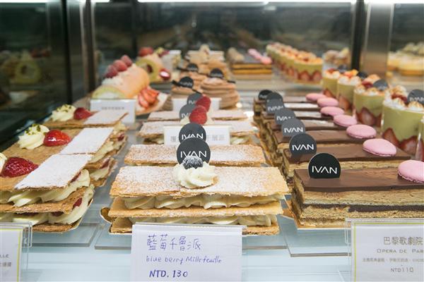 台東 翠安儂風旅_咖啡店_法式甜點屋-現場甜點櫥窗