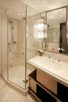 Cosmopolitan-Hotel-Hong-Kong-Bathroom