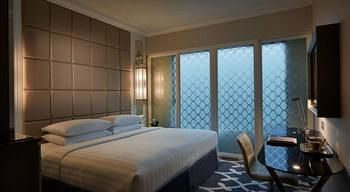 Cosmopolitan-Hotel-Hong-Kong-Guest-Room
