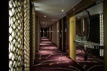 Cosmopolitan-Hotel-Hong-Kong-Hotel-Interior
