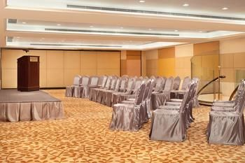 Cosmopolitan-Hotel-Hong-Kong-Meeting-Room