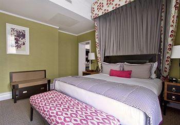 背景墙 房间 家居 酒店 设计 卧室 卧室装修 现代 装修 350_243