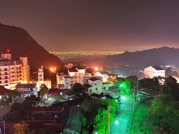 台南 儷景溫泉會館_景觀_從餐廳看出去的夜景