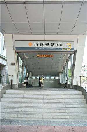 高雄 富驛商旅【中華路館】_環境_鄰近捷運 - 市議會站