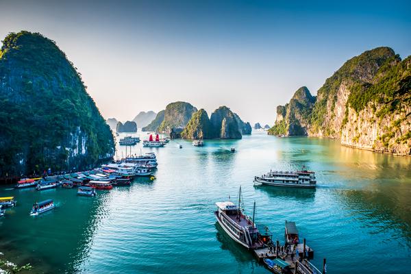 北越雙龍灣漫遊5日-午去午回➤下龍灣VIP包船、陸龍灣小舟遊湖、越式自助餐、水上木偶戲(含稅簽)