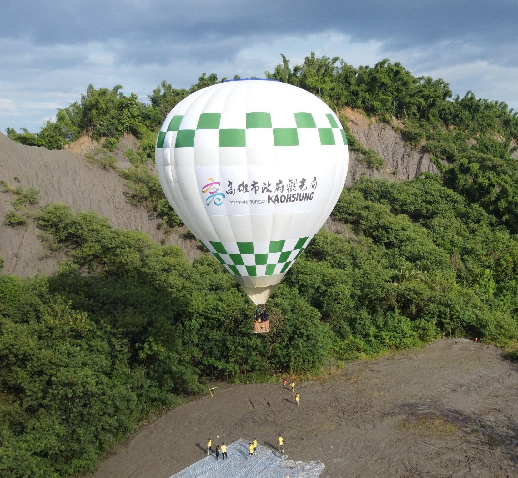【巴士旅遊】漫步高雄月世界熱氣球 全息動感光影秀2日