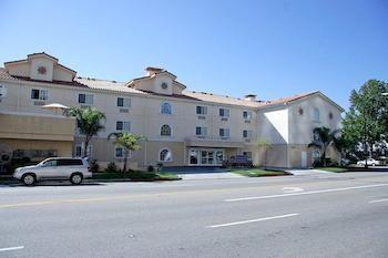 貝斯特偉斯特高級媒體中心套房飯店 Best Western Plus Media Center Inn & Suites