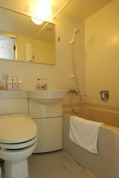 Umeda-OS-Hotel-Bathroom