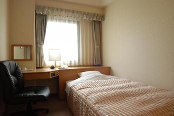 Umeda-OS-Hotel-Guest-Room