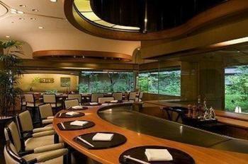Hilton-Tokyo-Odaiba-Dining
